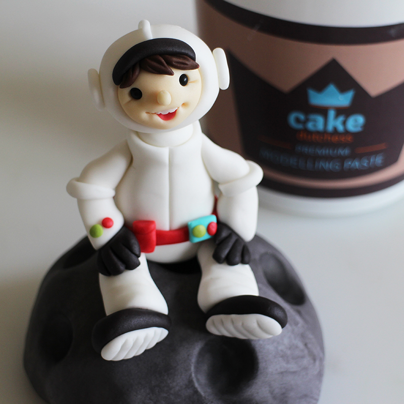 Tutorial – Astronaut Cake Topper